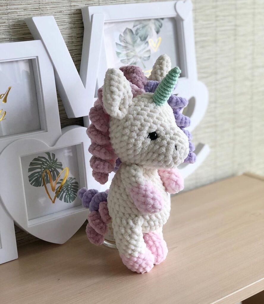 Lelia Crochet plush unicorn free pattern by Julii Deinega